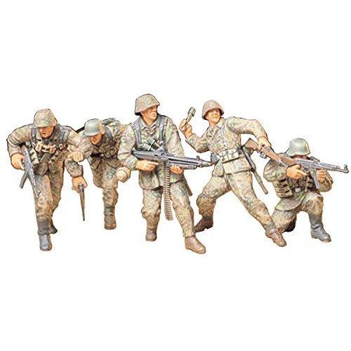 Tamiya 300035196 – 1:35 WWII Figurine Set German Infantry Soldiers (5)